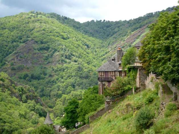 08-the_way_of_st-james_in_france-aumont_to_conques-conques-lot_valley