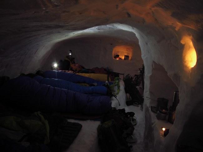 14-snow-cave