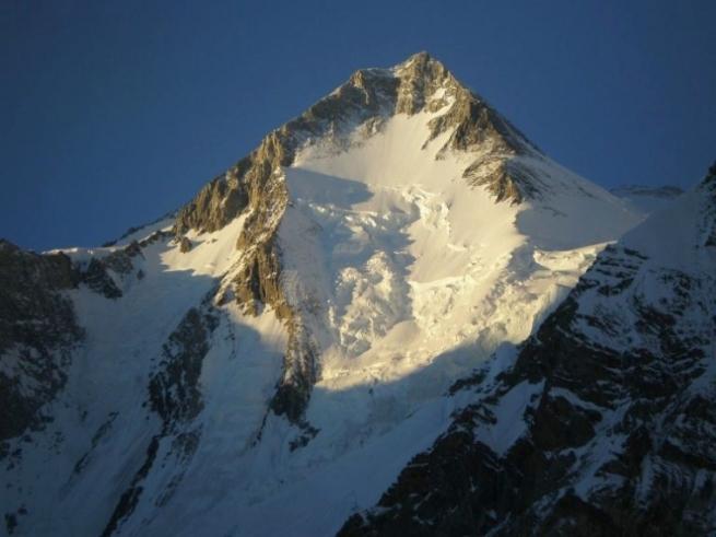 1_Gasherbrum_I_8068-M__Hidden_Peak_