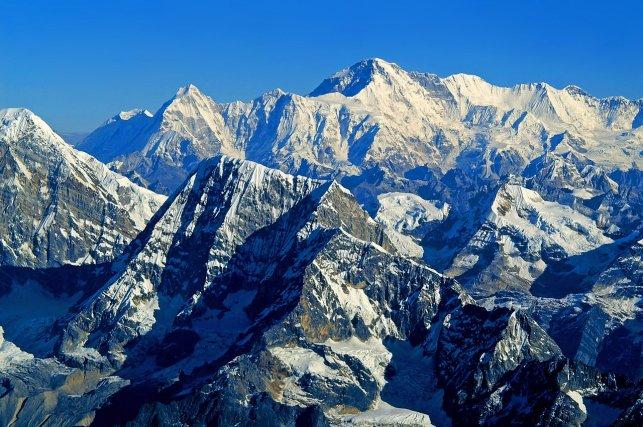 Himalaya_Mountains_1_Nepal_by_CitizenFresh