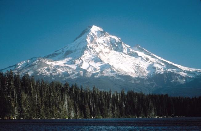 Hood85_mount_hood_and_lost_lake_ca1985 (1082 x 709)