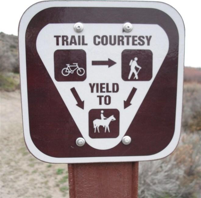 trail-etiquette (684 x 675)