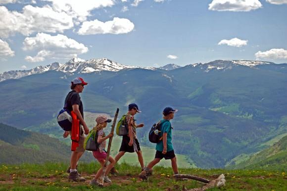 hiking_vail_kids-580x386
