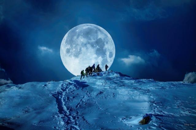 Moonwalk-Photography-by-Ronny-Tertnes-ronnytertnes.no-full-moon-hike-winter-night-snow-hiking-